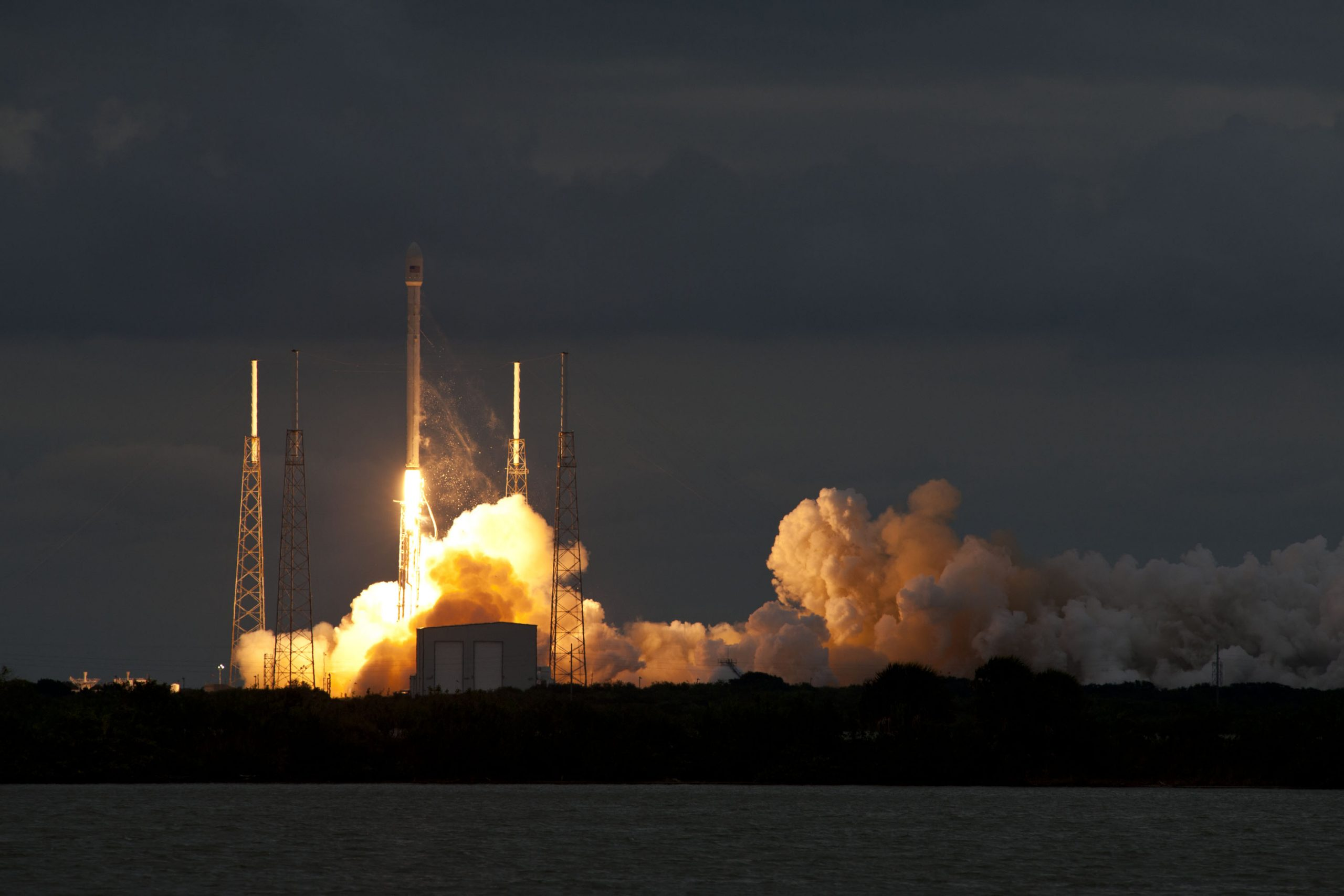 Falcon 9 carrying Thaicom 6 at Cape Canaveral on January 6, 2014. Image Credit: SpaceX