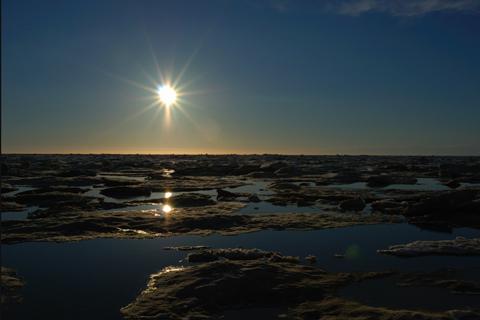 Midnight sun in Barrow, by MarmotChaser, http://www.flickr.com/photos/9702212@N03/2645590772/